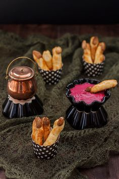 Dedos_de_bruja_F1 Halloween Food For Party, Halloween 2019, Dip Recetas, Hallowen Ideas, Blog, Cheese, Cooking, Sweet, Cupcakes