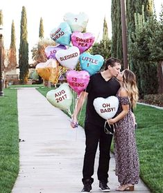 Sweetheart Candy Balloons Baby Announcement Idea day pregnancy announcement to family cute ideas 21 Valentine's Day Pregnancy Announcement Ideas Valentines Pregnancy Announcement, Cute Baby Announcements, Facebook Pregnancy Announcement, Creative Pregnancy Announcement, Baby Announcement Photos, Baby Pictures, Baby Photos, Sibling Photos, Baby News