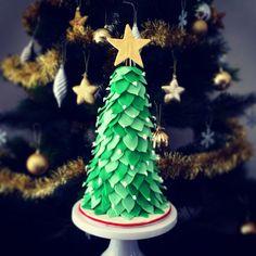 Christmas tree cake using Sharon Wee Creation tutorial. Chocolate mud deliciousness