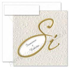 """Art. 95327 - Cartoncino perlato con rilievi e scritta """"Si"""" in oro a caldo lucido, con intercalare goffrato color panna piegato in tre parti"""