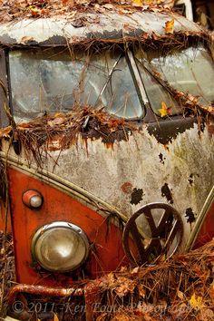 VW Rusty Bus - Abandoned <O>