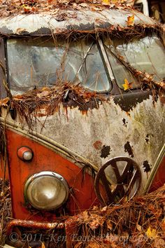 VW Rusty Bus - Abandoned <O>