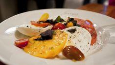 Caprese, la ricetta perfetta. Caprese con mozzarella pomodoro e basilico