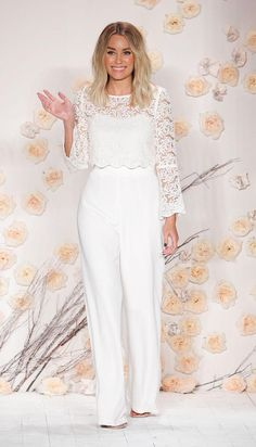 The official site of Lauren Conrad is a VIP Pass. Here you will get insider knowledge on the latest beauty and fashion trends from Lauren Conrad. Lauren Conrad Style, Fashion Shows 2015, Wedding Jumpsuit, Hair Styles 2016, Prom Dresses, Wedding Dresses, Mode Inspiration, White Outfits, Neue Trends