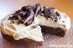 Chocolate cake with cappuccino cream Norwegian Food, Norwegian Recipes, Pie In The Sky, Pudding Desserts, Dere, Sweet Life, Let Them Eat Cake, Cake Recipes, Delish
