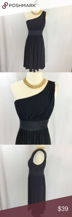 Jones New York one shoulder Greek goddess dress Gorgeous black one shoulder draped Greek goddess style midi dress from Jones New York. Size 4. Top is lined skirt is not. Approximately 16 inches armpit to armpit, 28 inch waist, 40 inches long. Offers welcome. Thanks for shopping my closet! Jones New York Dresses One Shoulder