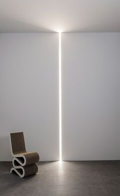 profilé LED du sol au plafond Moonline par Flos Architectural