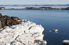 Frobisher Bay On his third voyage, Martin Frobisher attempted to create an english colony here. He was unsuccessful due to discontene among the people.