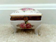 Vintage 1950s Arnart Porcelain Trinket Ring Dresser Box Roses Pink Gold