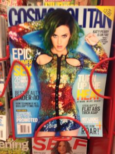 OK, Katy Perry got my attention with this sparkly rainbow outfit. It's just so... sparkly and rainbowy.