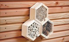 Insektenhotel kaufen An insect hotel you can also buy as a kit - like this model here. Garden Crafts, Garden Projects, Bug Hotel, Allotment Gardening, Bee Friendly, Beneficial Insects, Garden Shop, Wooden Art, Garden Structures
