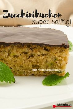 You can& get more juicy! Recipe for delicious zucchini cake with chocolate! - You can& get more juicy! Recipe for delicious zucchini cake with chocolate! Clean Eating Oatmeal, Clean Eating Snacks, Snacks Sains, Zucchini Cake, Recipe Zucchini, Apple Smoothies, Salty Cake, Savoury Cake, Food Cakes