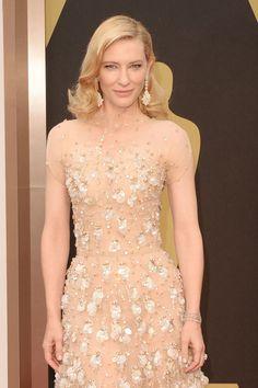 #oscar2014 - Cate Blanchett   Se suman una pulsera de oro blanco con diamantes marrones y una sortija Toi et moi con diamantes talla pera realizada en oro blanco.