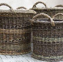 3 Logs Baskets On Wall, Gift Baskets, Wicker Baskets, Willow Weaving, Basket Weaving, Traditional Baskets, Square Baskets, Paper Weaving, Farm Barn