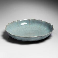 Kawase Shinobu, Ten-petal Flower-shaped crackled celadon plate 1982