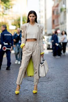 Milan fashion week street style spring 2018 day 4 - the impr Hi Fashion, Spring Fashion, Autumn Fashion, Fashion Looks, Fashion Outfits, Womens Fashion, Fashion Design, Fashion Trends, Style Fashion