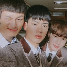 Korean Friends, Best Friends, Drama Korea, Korean Drama, Lee Jong Suk, Teen Web, Monsta X, Teen Images, Age Of Youth