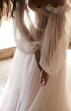 The Lane - Karen Willis Holmes Beautiful Wedding Gowns, Dream Wedding Dresses, Boho Wedding, Bridal Dresses, Garden Wedding Dresses, Bridal Outfits, Karen Willis Holmes, Bild Girls, Pretty Dresses