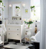Pensez aux tiroirs compartimentés pour bien ranger une petite salle de bains - Marie Claire Maison