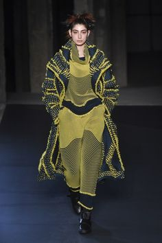 Issey Miyake Fall 2018 Ready-to-Wear Collection - Vogue