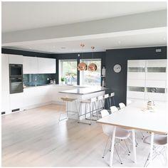 """Kitchen area 💫 Sorry for gamle bilder, men prøver bare å """"ta tilbake"""" kontoen min så godt det lar seg gjøre! Tusen takk til alle dere som deler og bringer beskjeden videre! Det setter jeg SÅ stor pris på 🙏🏻💐 - - #myhome #scandinavianhomes #scandinavianstyle #interior2you #interiors #interior4all #interior4you1 #interior123 #bolig #boligmagasinet #boligpluss #boligmagasinetdk #hjem #putti123 #whiteinterior"""