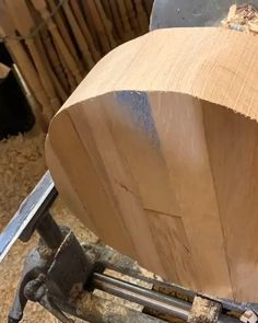 Woodworking Guide, Woodworking Techniques, Woodworking Crafts, Picnic Table Plans, Wooden Sofa Set, House Furniture Design, Sofa Design, Wood Turning, Diy Bedroom Decor
