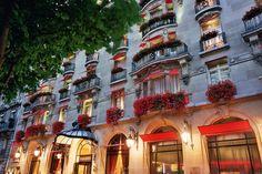 Fachada do Hotel Plaza Athénée Paris (Foto: Philippe Derouet)
