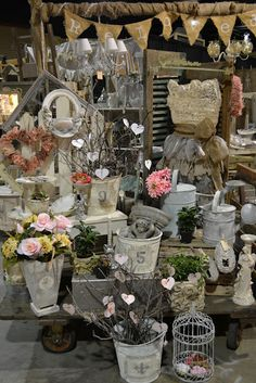 A perfect booth for a florist! Every bride in town will want to order from this one! Sell it with your booth display! Flea Market Displays, Flea Market Booth, Flea Market Style, Store Displays, Flea Markets, Retail Displays, Window Displays, Antique Booth Displays, Antique Booth Ideas