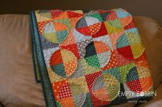 raw edge circle quilt, might have (different colors-spring maybe-more pastels) to try this when I finish the one I am on...so many quilts, so little time!