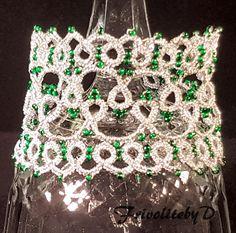 Frivolité manchet armband in zilverdraad met groene glaskralen door Frivolitebyd op Etsy