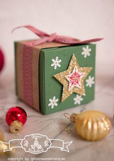 Verpackung mit Stampin' Up! Stanz- und #Falzbrett für #Geschenkschachteln in den Farben #Gartengruen, #Chili, #Fluesterweiss und #Gold. Gestempelt wurde mit Zauber der Weihnacht #ZauberderWeihnacht.