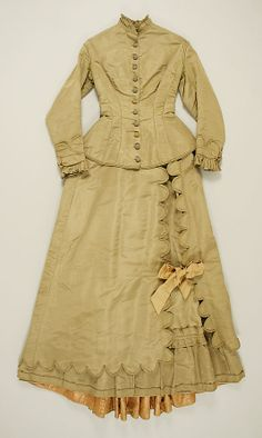Wedding dress (1872)