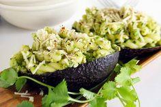 Pasta met avocado en amandelen