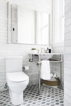 The Everygirl co-founder just renovated her home in Chicago. Here's how she made it look spacious and stunning all in one. Bathroom Inspiration, Interior Design Inspiration, Bathroom Inspo, Style Inspiration, Hamptons Decor, Bungalow Homes, Chicago, The Ranch, Beautiful Bathrooms