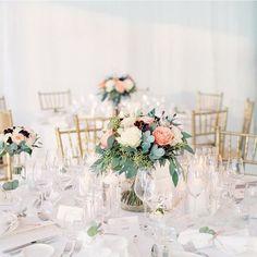 Foto: @erika_gerdemark_photography #djursholmsblommor#bordsdekoration#bröllopsdekorationer#bröllop#centerpiece#floral#floraldesign#ekensdal#djursholm#blommor#blomsterbutik#djursholmstorg#danderyd Spring Wedding Decorations, Wedding Centerpieces, Table Decorations, Wedding Supplies, Inspiration, Floral, Instagram Posts, Flowers, Erika