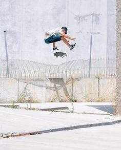 """Free Skateboard Magazine (@freeskatemag) sur Instagram: """"@danilebron heelflip in Barcelona from issue 17. : @gerardrierapalau"""""""