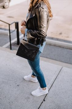 how to style reebok classics, white sneakers - My Style Vita White Reebok, Classic Sneakers, Fall Fashion Outfits, Fall Winter Outfits, Denim Fashion, Autumn Fashion, Women's Fashion, Sneakers Street Style, Fashion Clothes