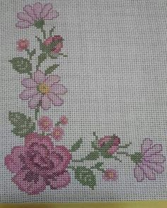 Görüntünün olası içeriği: çiçek Shabby Chic, Cross Stitch, Kids Rugs, Crochet, Cute Room Decor, Crochet Bikini, Diy Kid Jewelry, Craft, Chop Saw