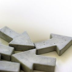 Concrete Magnets by Oh Beton! I The ICONIST #homedecor #design http://www.iconist.de/2-pfeil-magnete?wt_mc=P