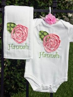 17 Ideas Sewing Projects For Baby Girl Burp Rags Baby Girl Embroidery Ideas, Baby Embroidery, Baby Sewing Projects, Sewing For Kids, Baby Girl Onsies, Baby Burp Cloths, Burp Cloth Diapers, Burp Rags, Sewing Machine Embroidery