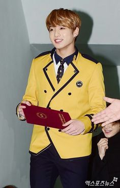 Congratulation to our golden maknae ... Jungkook oppa chukaeee