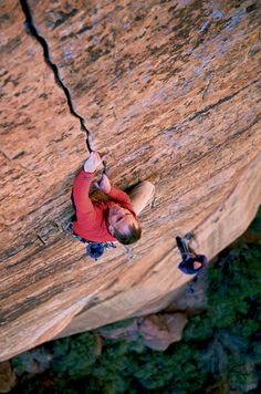 Mike Anderson, Touchstone Wall (V 5.13b), Zion National Park, Utah photo: Andrew Burr