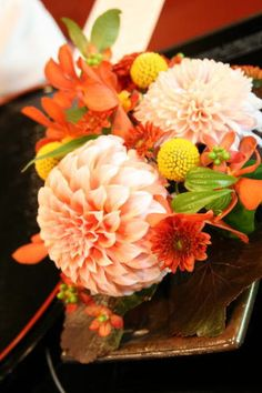 Love Flowers, Wedding Flowers, Japanese Wedding, Wedding Images, Wedding Table, Table Decorations, Rose, Floral, Holiday