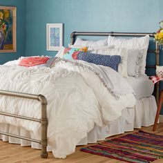 Rest assured: the Ruched Chevron Comforter by The Pioneer Woman will fill your bedroom with sass and style galore! Delivering cloud-like coziness in. Floral Comforter, White Duvet Covers, White Bedding, Pipe Bed, Fru Fru, Couch, Pioneer Woman, Home, Bedroom Ideas