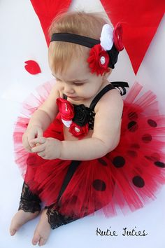 Hermoso disfraz de Catarina en rojo y negro