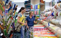 Auf Streifzug: in Bastelläden lässt Martina Lammel sich inspirieren.  Foto © Matthias Hangst für Mein Buffet