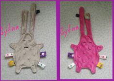 Doudou plat étiquettes bi-colore attache tétine modèle fille : Jeux, peluches, doudous par gytna