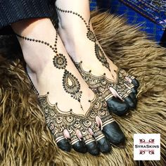 """""""Catch us LIVE! Just 2 Simple Steps! 1) Download PERISCOPE App 2) ADD """"SYRASKINS"""" And you are ready to watch. All videos lasts for 24 hours only! So…"""" Leg Mehendi Design, Arabian Mehndi Design, Mehndi Designs Feet, Leg Mehndi, Leg Henna, Mehndi Designs 2018, Foot Henna, Mehndi Design Pictures, Unique Mehndi Designs"""