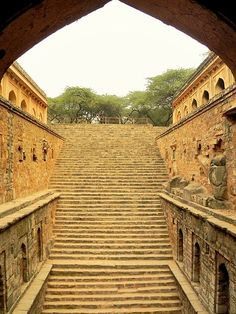 Rajon ki Baoli is a historical Lodi period step well inside Mehrauli Archeological Park