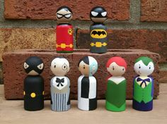 Superheroes and Villains Wooden Peg Doll Play Set / por WoolyLlama